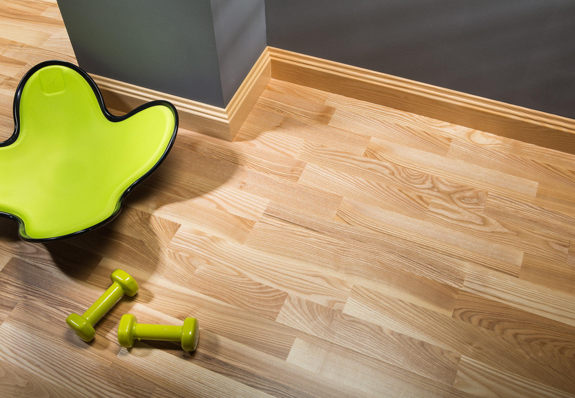wide skirting board